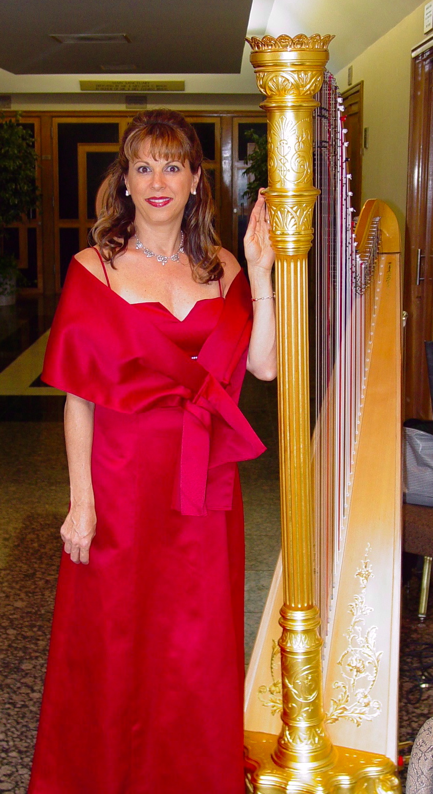 Gloria Galante Perfect Harpist for your Wedding or Entertainment needs.